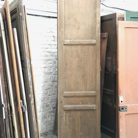 Double portes anciennes de séparation à double faces