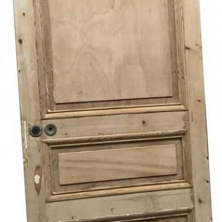 Ancienne porte d'entrée avec imposte.