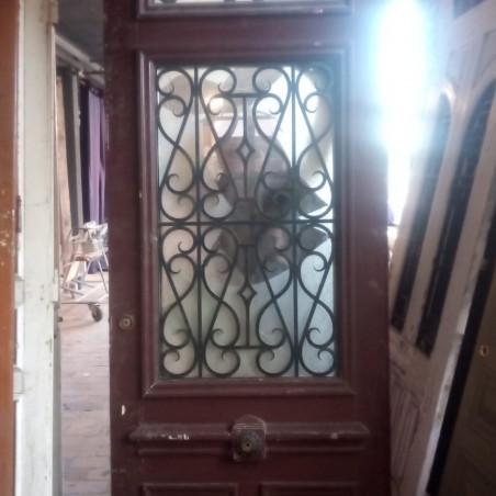 Porte en métal sculptée